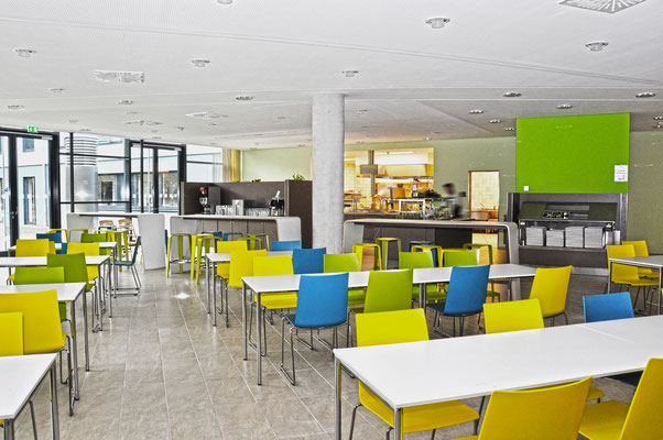 hmp-DJH-Jugendherberge Duisburg Sportpark Speiseraum mit Küche