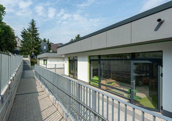 Kita Hatzfelder Straße Wuppertal, Eingangsbereich mit Rampe