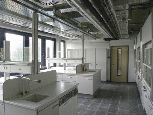 """Erweiterungsneubau Gebäude 21, """"Institut für Materialphysik im Weltraum"""", DLR, Köln, Laborraum"""