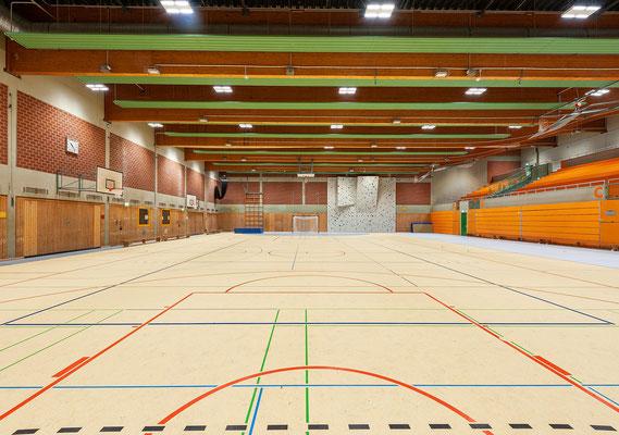 Sanierung Sporthalle Johannes Gutenberg Realschule in Dortmund, der neue Hallenboden