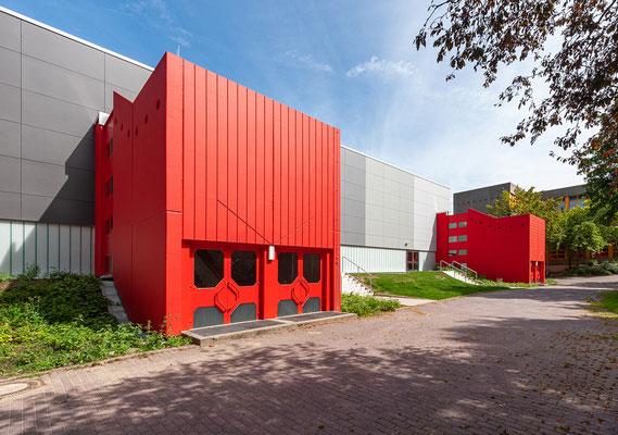 Sanierung Sporthalle Johannes Gutenberg Realschule in Dortmund, Eingangsbereich mit Treppenhäusern