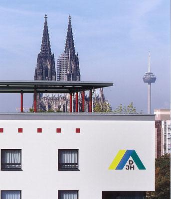 Jugendherberge Köln-Deutz mit Domblick