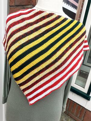 Santa Lucia / Farbzusammenstellung sowie Tuch gestrickt und fotografiert von Anja Philipp-Stiebert.