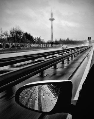 Dotmatchbox: Foggy Frankfurt