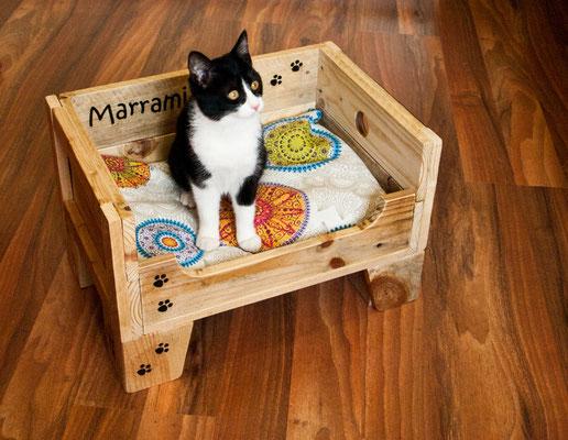 Cama para gato Momo. Repuntomadera.