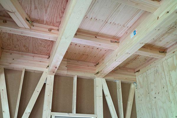 1階キッチンの天井