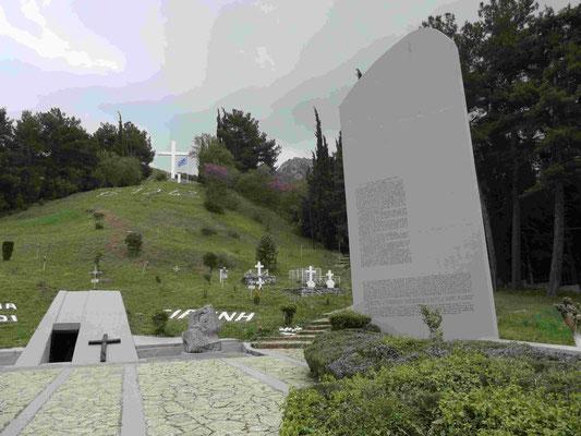 Kalavrita im Nordpeleponnes: An der Gedenkstätte für über 1000 Massenerschießungsopfer der deutschen Wehmacht nach Partisanenangriffen