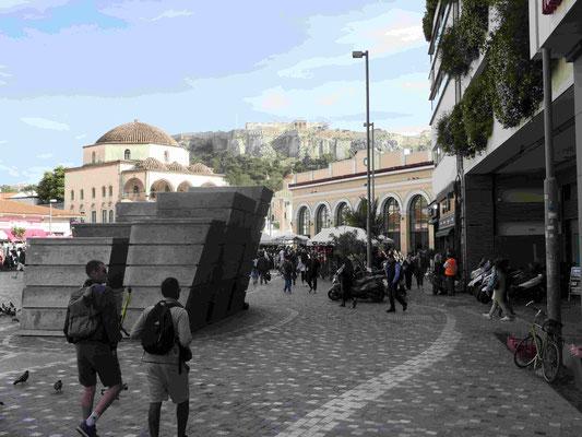 Athen: Am Monastiraki Platz mit Blick auf die Akropolis