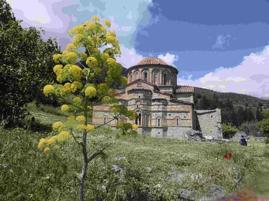 Die Kirchen in der steilen mittelalterlichen Bergfestungsstadt Mystras bei Neu-Sparta