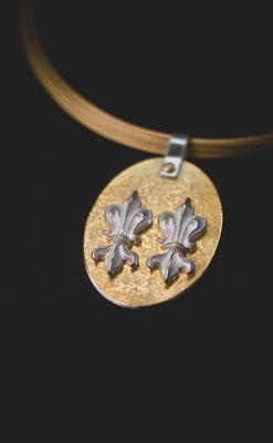 Fuggerlilien Amulett