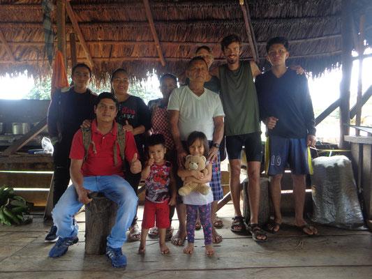 La famille Kitchwa au village Sarayaku