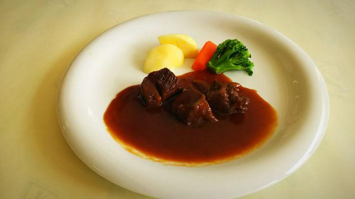 和牛ほほ肉の赤ワインセット 980円