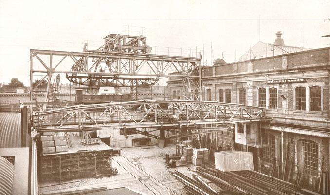 """Bildquelle: """"Ihren Gönnern und Freunden anläßlich der Inbetriebnahme ihrer neuen Fabrikanlagen von Adolf Bleichert & Co"""" ,Leipzig, 1908"""