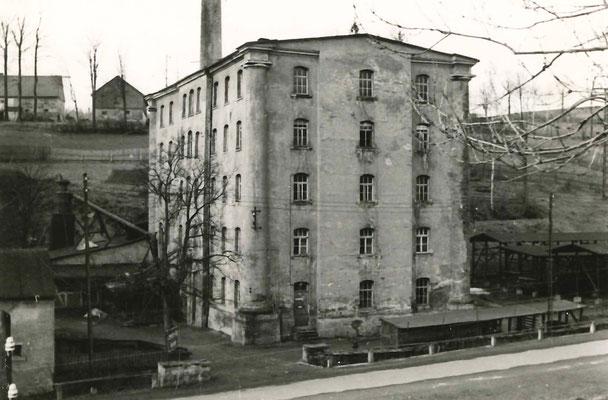 """Zurückgebaute Fabrik um 1910 (Quelle: Gruber, M.; Lässig, K: """"Spinnerei Himmelmühle"""", Dresden, 1953)"""