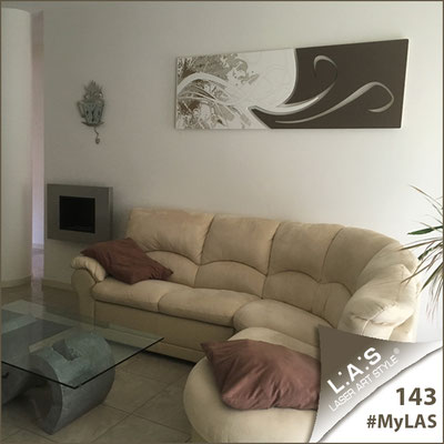 A casa di Adele e Luigi   Italia </br> Codice: SI-091-B   Misura: 180x58 cm </br> Colore: bianco-grigio marrone-incisione legno