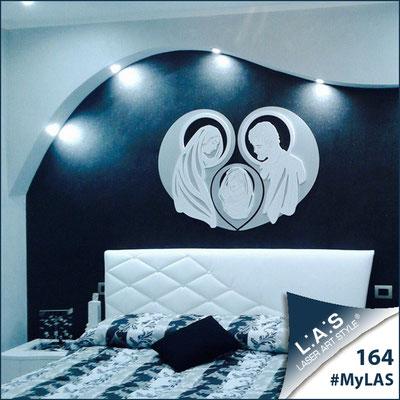A casa di Giuseppe e Maria | Italia </br> Codice: SI-266-SF | Misura: 120x90 cm </br> Colore: argento-bianco-incisione legno