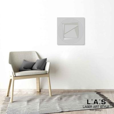 Quarantotto </br>  Codice: Q-022 | Misura: 48x48 cm </br> Colore: grigio luce-incisione legno