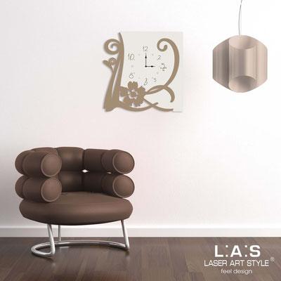 Wall clocks </br> Code: SI-194 | Size: 65x65 cm </br> Code: SI-194L | Size: 90x90 cm </br> Colour: cream-hazel-wood engraving
