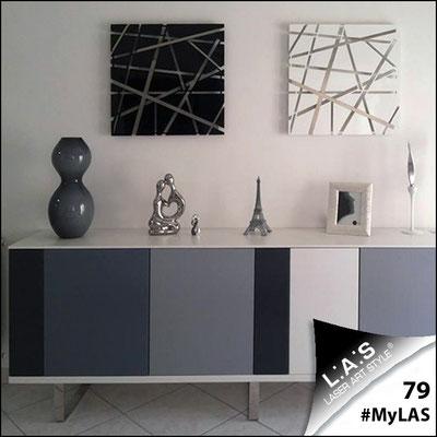 A casa di Enzamaria e Alessandro <br> Abitazione privata | Italia </br> Codice: SI-095M (Composizione di 2 pz) | Misura: 60x60 cm/cad </br> Colore: nero/bianco - particolari in acciaio inox
