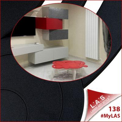 A casa di Leo <br> Abitazione privata | Italia </br> Codice: SI-283 | Misura: 100x60 h40 cm </br> Colore: rosso-bianco-incisione tono su tono