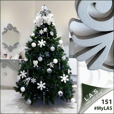 Abitazione privata | Italia </br> Codice Specchiera: SI-248-SP | Misura: 64x87 cm </br> Colore: bianco-argento </br> Codice Consolle: SI-285 | Misura: 110x30 cm </br> Colore: bianco-argento