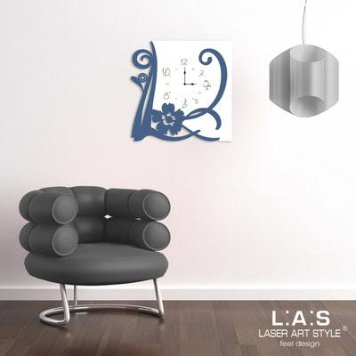 Orologi </br> Codice: SI-194 | Misura: 65x65 cm </br> Codice: SI-194L | Misura: 90x90 cm </br>  Colore: bianco-blu distante-incisione legno