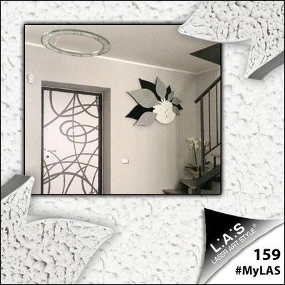 A casa di Benedetto e Alessandra | Italia </br> Codice: SI-210 | Misura: 115x89 cm </br> Colore: bianco-nero-decoro stucco argento-con veri cristalli