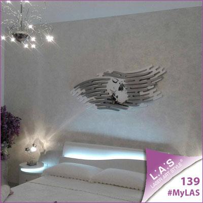 A casa di Salvatore e Dora <br> Abitazione privata   Italia </br> Codice: SI-160   Misura: 165x73 cm </br> Colore: bianco-argento-incisione nero