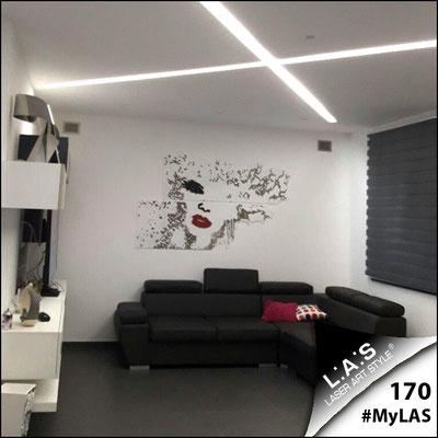 A casa di Agata <br> Abitazione privata | Italia </br> Codice: SI-156 | Misura: 210x120 cm </br> Colore: bianco-nero-rosso-incisione legno