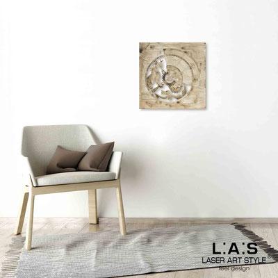 Quarantotto </br>  Codice: Q-027 | Misura: 48x48 cm </br> Colore: decoro marrone-incisione legno