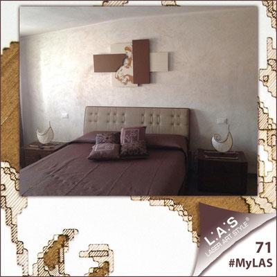 A casa di Vito ed Enza <br> Abitazione privata | Italia </br> Codice: SI-162 | Misura: 120x70 cm <br> Colore: panna - applicazione bronzo
