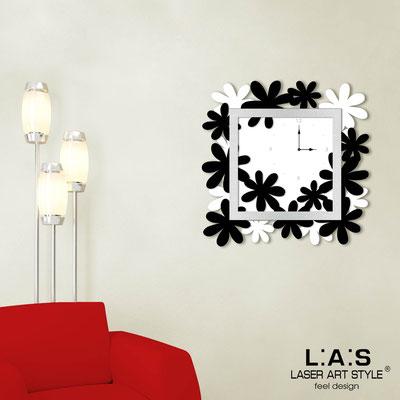 Wall clocks </br> Code: SI-207 | Size: 70x70 cm </br> Colour: white-black-silver
