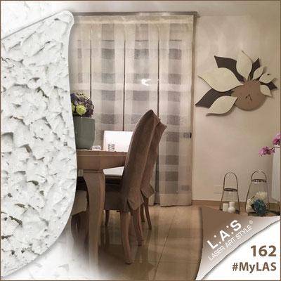 Abitazione privata | Italia </br> Codice: SI-210 | Misura: 115x89 cm </br> Colore: nocciola-grigio marrone-decoro stucco panna-con veri cristalli