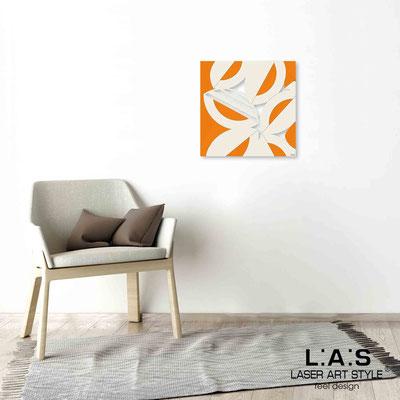 Quarantotto </br>  Codice: Q-017 | Misura: 48x48 cm </br> Colore: decoro beige-arancio-incisione legno