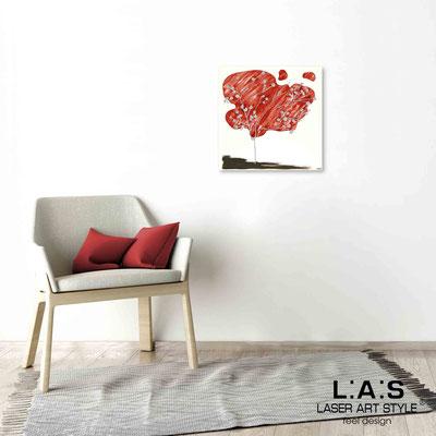 Quarantotto </br>  Codice: Q-001 | Misura: 48x48 cm </br> Colore: decoro rosso-incisione legno