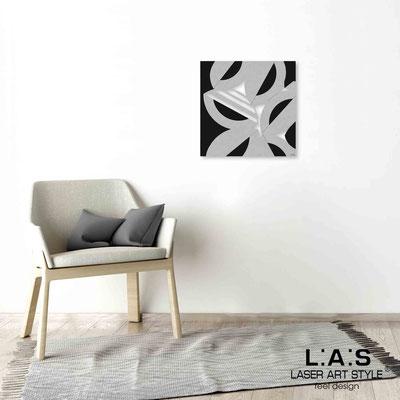 Quarantotto </br>  Codice: Q-017 | Misura: 48x48 cm </br> Colore: decoro grigio-nero-incisione legno