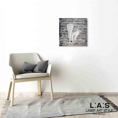 Quarantotto </br>  Codice: Q-026 | Misura: 48x48 cm </br> Colore: decoro nero-incisione legno