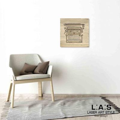 Quarantotto </br>  Codice: Q-025 | Misura: 48x48 cm </br> Colore: decoro marrone-incisione legno