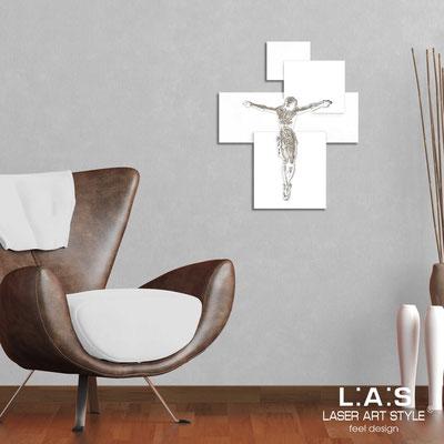 Crocifissi </br> Codice: CR19 | Misura: 54x65 cm </br>  Colore: bianco-bianco-incisione legno