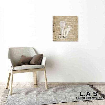 Quarantotto </br>  Codice: Q-026 | Misura: 48x48 cm </br> Colore: decoro marrone-incisione legno