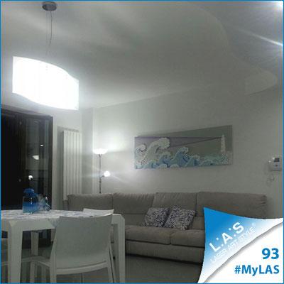 A casa di Luisa e Giacomo <br> Abitazione privata   Italia </br> Codice: SI-176   Misura: 180x60 cm </br> Colore: grigio luce - decoro celeste viola