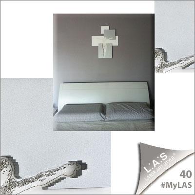 A casa di Mari Celeste <br> Abitazione privata   Italia </br> Codice: CR19   Misura: 54x65 cm </br> Colore: bianco laccato - inserti argento