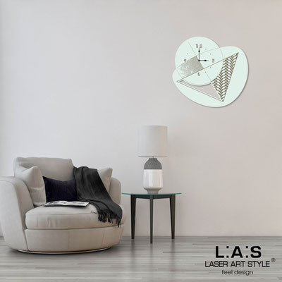 Wall clocks </br> Code: SI-377 | Size: 65x60 cm </br> Code: SI-377L | Size: 100x95 cm </br> Colour: light green-wood engraving