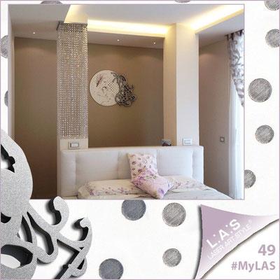 A casa di Daniele e Lucia <br> Abitazione privata   Italia </br> Codice: SI-199   Misura: 130x100 cm </br> Colore: bianco - applicazione argento - decoro grigio argento