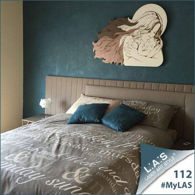 A casa di Salvuccio | Italia </br> Codice: SI-273 | Misura: 110x80 cm </br> Colore: bianco - cipria - grigio marrone/incisione legno