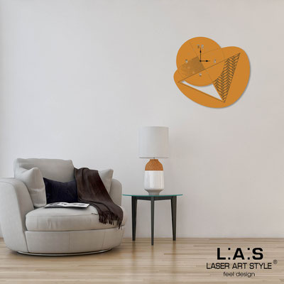 Wall clocks </br> Code: SI-377 | Size: 65x60 cm </br> Code: SI-377L | Size: 100x95 cm </br> Colour: light orange-wood engraving