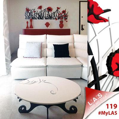 Abitazione privata | Italia </br> Codice Floreale: SI-214 | Misura: 180x60 cm </br> Colore: bianco - nero - decoro rosso </br> Codice Tavolo: SI-289 | Misura: 100x60 h40 cm </br> Colore: bianco - antracite