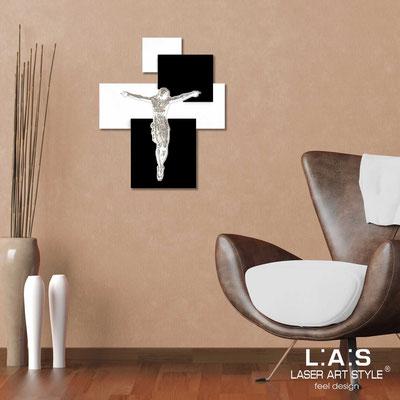Crocifissi </br> Codice: CR19 | Misura: 54x65 cm </br>  Colore: bianco-nero-incisione legno