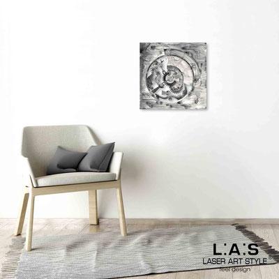Quarantotto </br>  Codice: Q-027 | Misura: 48x48 cm </br> Colore: decoro nero-incisione legno