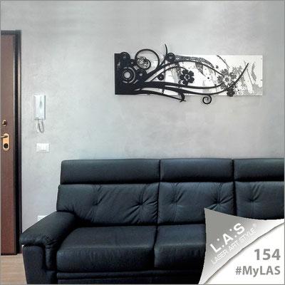A casa di Calogero e Tiziana <br> Abitazione privata   Italia </br> Codice: SI-106   Misura: 148x60 cm <br> Colore: bianco-nero-incisione nero